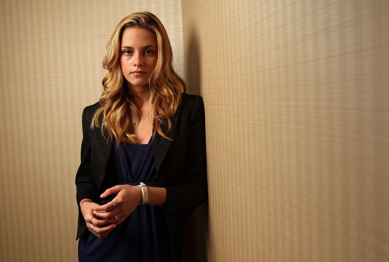 Kristen Stewart duvar kağıdı 2560x1600. jpg.  İndirme seçenekleri.